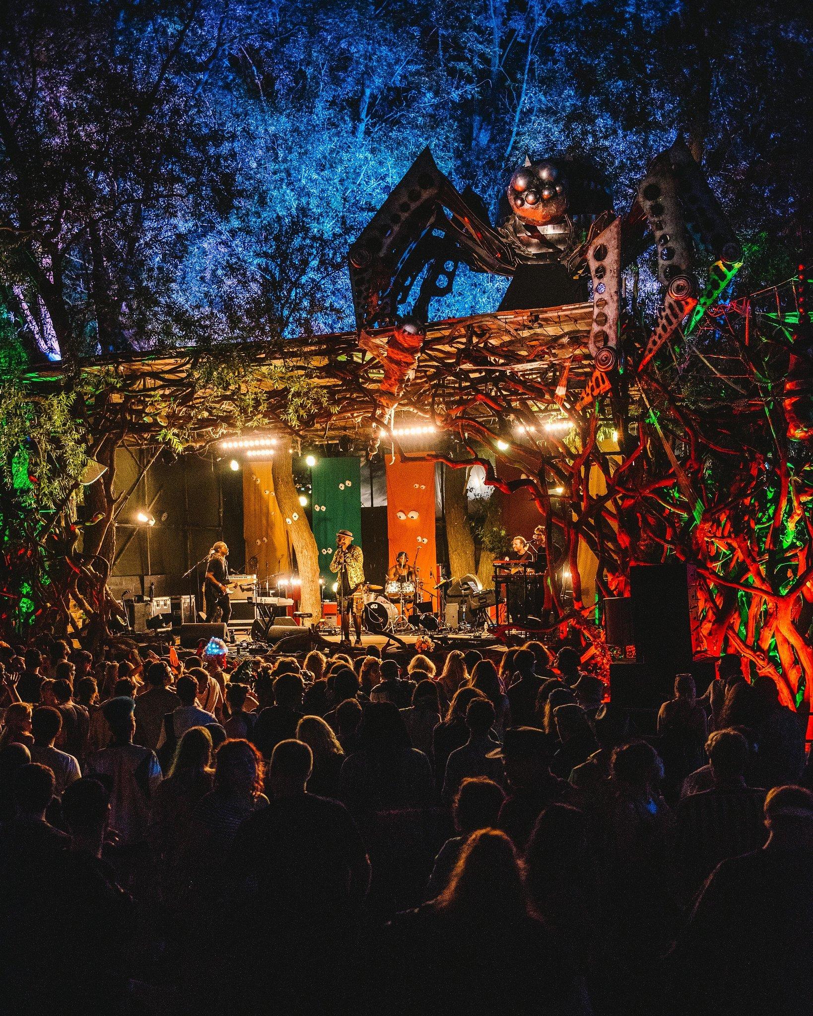 Secret Garden Party 2016 w/ Air, Band of Skulls, Caribou, Rae Morris ...